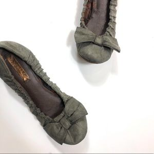 Anthro Live Life By Sanctuary Bow Wedge Flats Grey